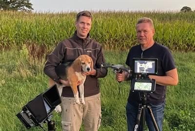 """Hond Hollie terug na zoektocht met drone: """"Daar zat ze, vastgeklemd tussen de mais"""""""
